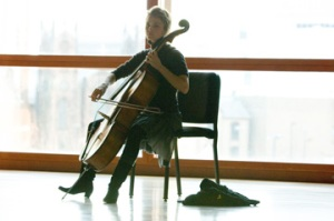 Nyina yari umuhanga mu gucuranga violon
